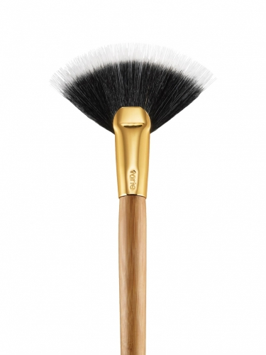 FANatic bamboo fanned blush brush -
